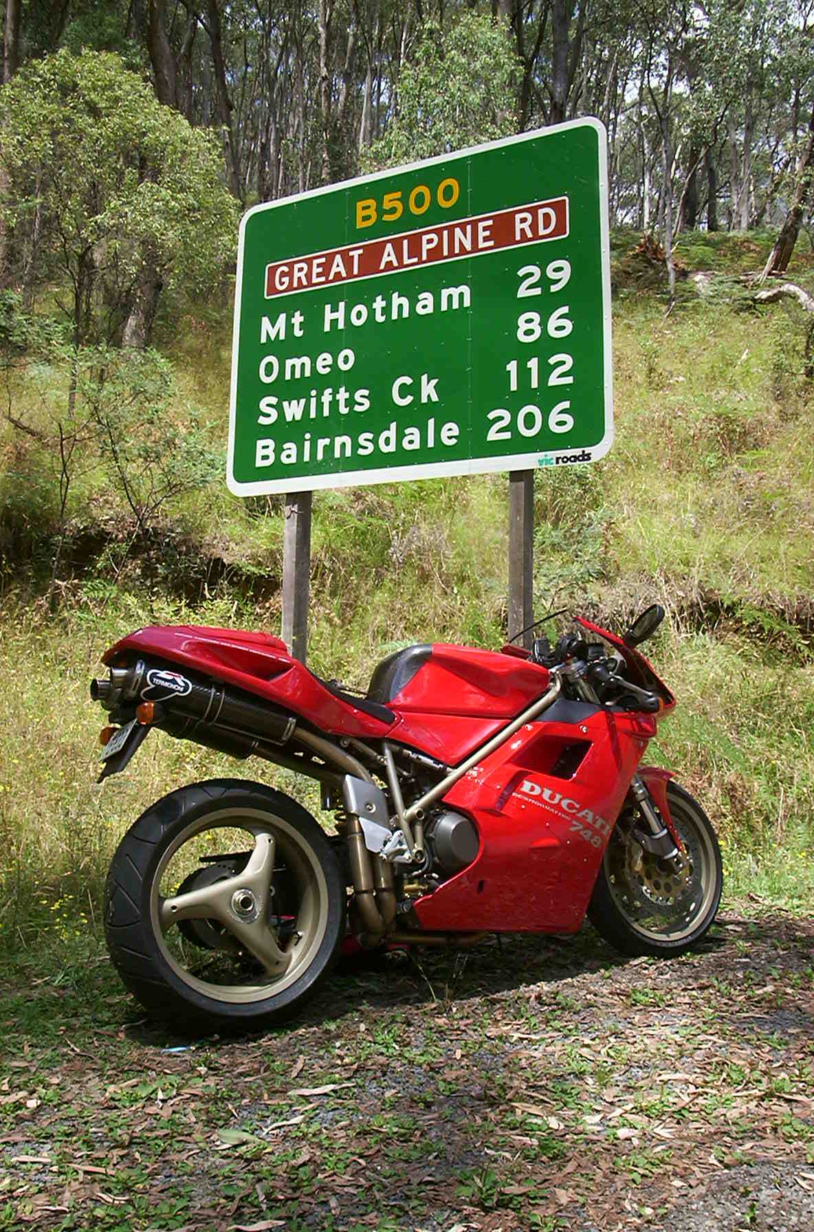 31/01/02.748 Gr Alpine Rd, just out of Harretville